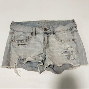 American Eagle light wash distressed shorts #135